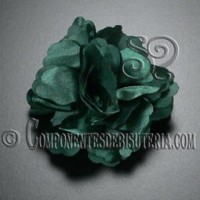 Flor de Raso Verde con Broche