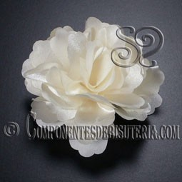 Flor de Raso Blanca con Broche
