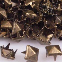 TACHUELA PIRAMIDE BRONCE 6MM X 50 Uds