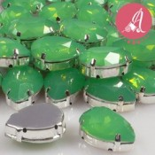 Cabuchon de Resina Gota En Verde Claro Opal Y Plata de 13X18mm