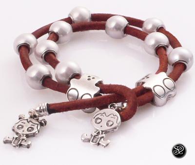 ec6405632da6 Cómo hacer pulsera de Cuero, Ositos y Perlas - abalorioscdb