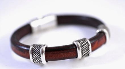 2e28bf6bbbc9 Las pulseras de cuero grueso son perfectas para hombres