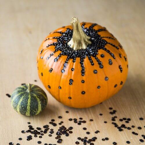 diy-calabaza-halloween-con-lentejuelas