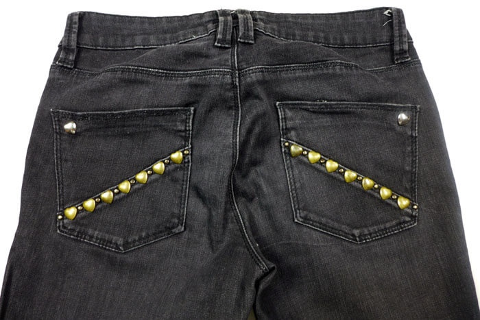 DIY Bolsillos de jeans con tachuelas