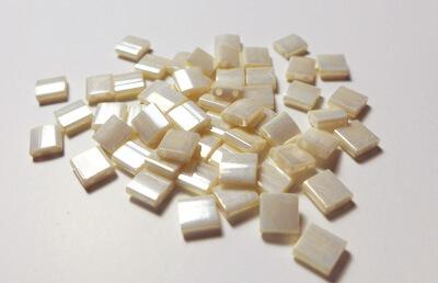 Tilas Miyuki de 5mm color crema