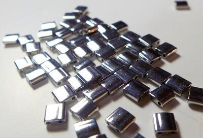 Tilas Miyuki de 5mm color plata
